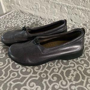 Arcopedico grey metallic shoes Sz 7